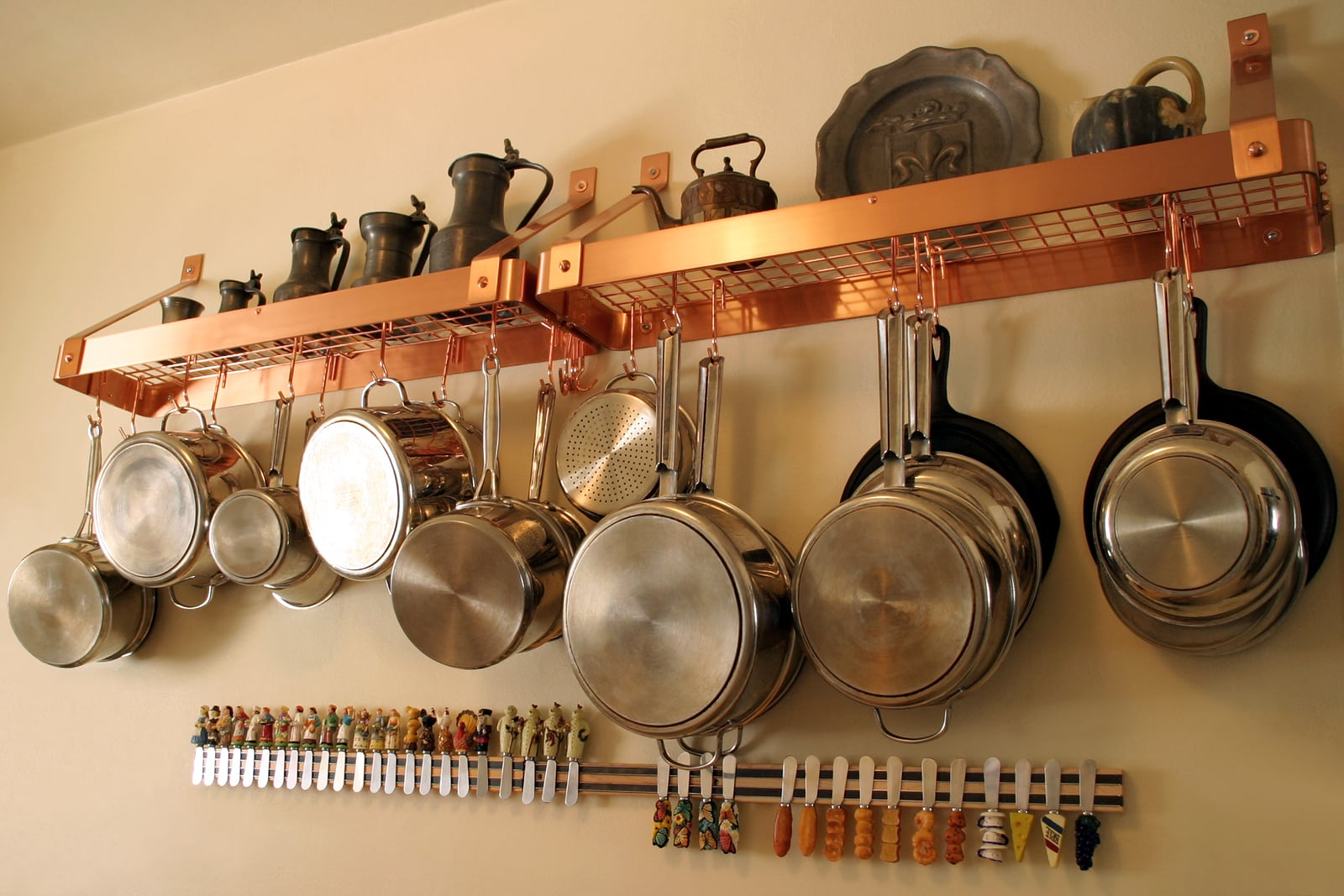 neat and orderly pan rack